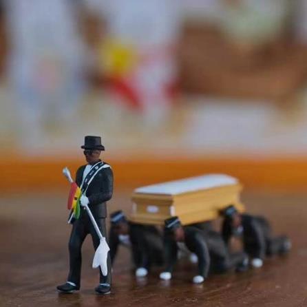 Косплей Ганские танцовщицы гроб фигура танца экшен похорон танцевальная команда дисплей забавные аксессуары игрушка для мальчика